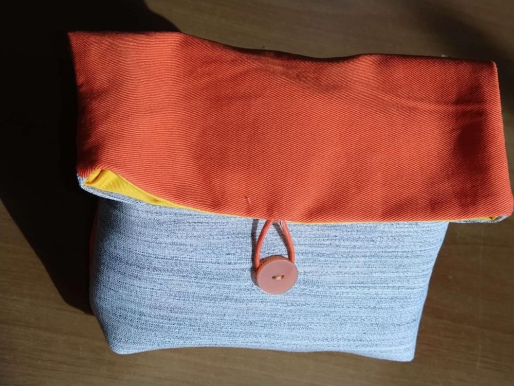 Art. 44 - Pochette arancio - 7.00€